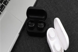 WYN-205  OEM order support  TWS earbuds with charging case